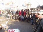"""26 телеканалов и десятки фотографов освещали акцию ВИТА                     """"Прощай, шуба!"""