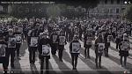 """Открой глаза!"""" - во Всемирный день защиты животных 200 человек с завязанными глазами застыли на Марсовом поле в Петербурге"""